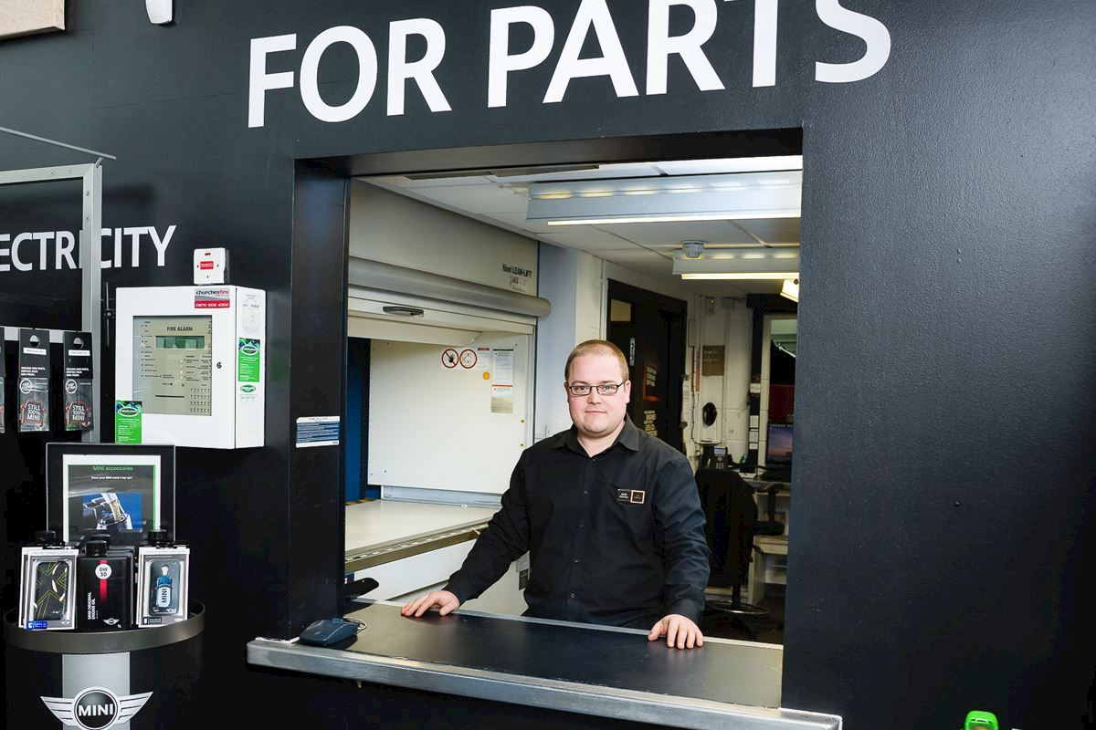 From a Trainee to winning MINI UK's 'Parts Advisor of the Year' award, Ian gives an insight into what drives him to be the best.